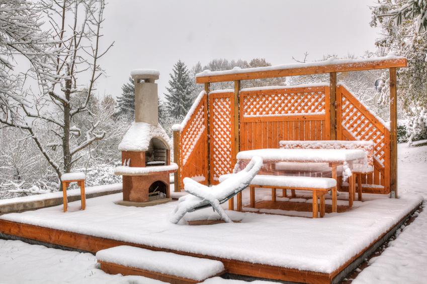 Gartenmöbel vor Schnee schützen