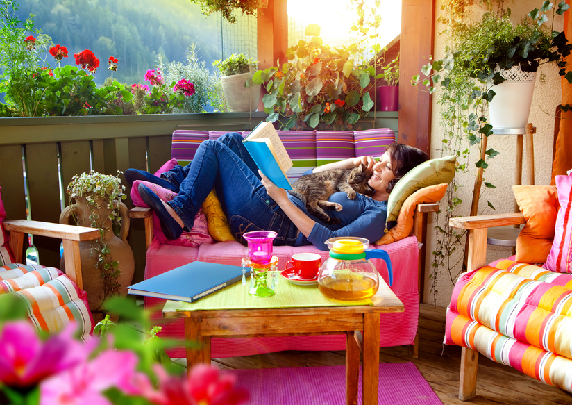 Farbenfrohe Sommerterasse