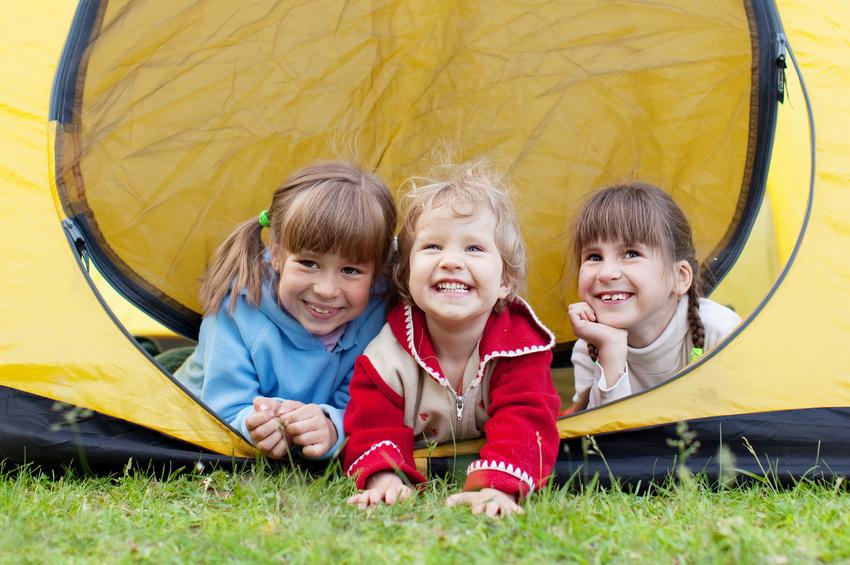 Mit Kindern im Garten zelten