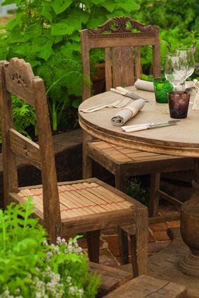 Outdoor-Esszimmer mit Stühlen