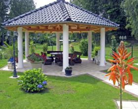 Gemauerter Gartenpavillon