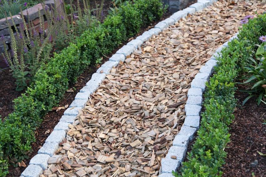 Gartenweg mit Mulch