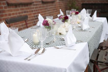 Tisch fein gedeckt