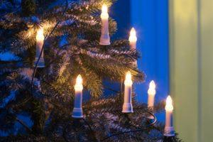 Lichterkette am Tannenbaum